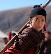 Yifei Liu i rollen som Mulan.  Jasin Boland / TT NYHETSBYRÅN