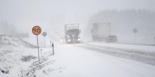 Arkivbild. Snöoväder på E4:an mellan Hudiksvall och Sundsvall. Fredrik Sandberg/TT / TT NYHETSBYRÅN