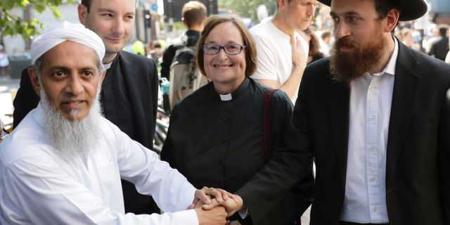 Lokala religiösa ledare står enade efter attacken i Finsbury Park. KEVIN COOMBS / TT NYHETSBYRÅN