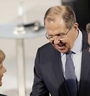 Arkivbild: Lavrov med Tysklands förbundskansler Angela Merkel. TT