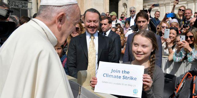 Greta Thunberg träffade en annan av de 100 mest inflytelserika på listan igår: Påven. Vatican Media / TT NYHETSBYRÅN