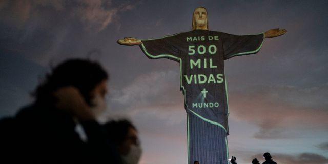 Dödsfallen uppmärksammas i Rio de Janeiro. Leo Correa / TT NYHETSBYRÅN