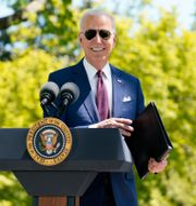 Joe Biden utanför Vita huset. Evan Vucci / TT NYHETSBYRÅN
