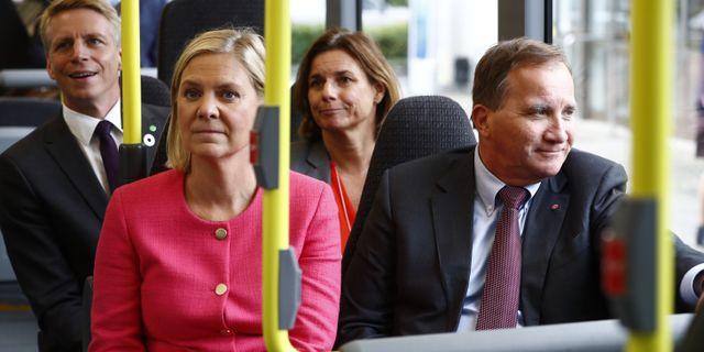 Finansminister Magdalena Andersson, statsminister Stefan Löfven och MP-språkrören Per Bolund och Isabella Lövin.  Thomas Johansson/TT / TT NYHETSBYRÅN