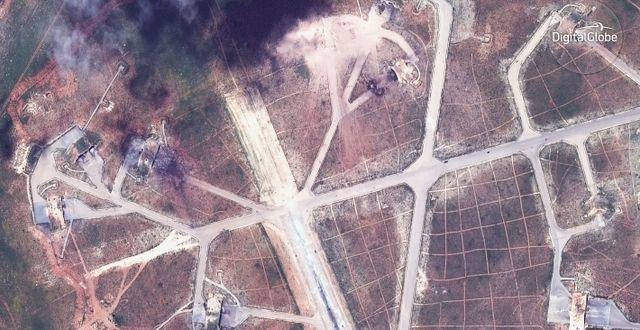 Bilder på den syriska regimens flygbas Shayrat i fredags. TT / NTB Scanpix