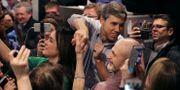 Beto O'Rourke hälsar på väljare i Iow. CHIP SOMODEVILLA / GETTY IMAGES NORTH AMERICA