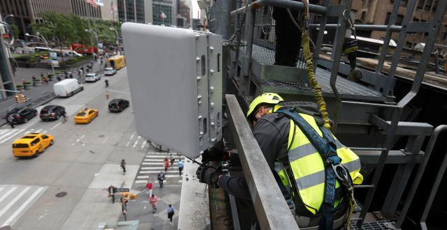 5G-antenn i New York.  SHANNON STAPLETON / TT NYHETSBYRÅN