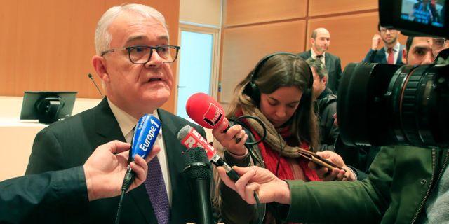 Åklagaren Jean Francois Bohnert berättar om förlikningen.  Michel Euler / TT NYHETSBYRÅN
