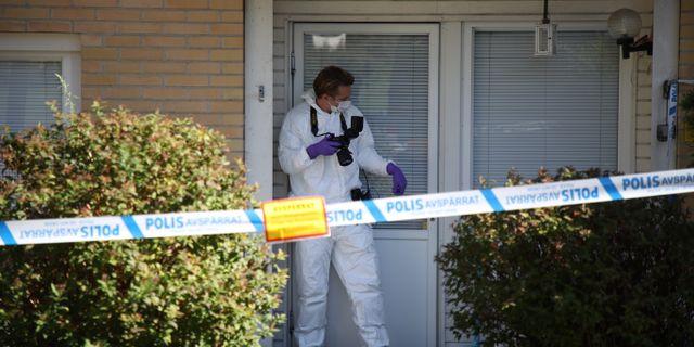 Polistekniker på plats efter trippelmordet i Västra Frölunda i Göteborg i september.  Adam Ihse/TT / TT NYHETSBYRÅN