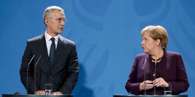 Jens Stoltenberg, generalsekreterare för Nato och Angela Merkel, Tysklands förbundskansler.  Michael Sohn / TT NYHETSBYRÅN