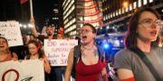 Demonstranter mot Brett Kavanaugh i New York. JEENAH MOON / TT NYHETSBYRÅN