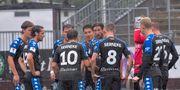 IFK Göteborg håller ett spontant krismöte efter kollapsen i första halvlek mot Örebro. Conny Sillén/TT / TT NYHETSBYRÅN