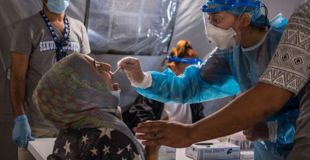 Patienter i flyktingläger i Grekland. Panagiotis Balaskas / TT NYHETSBYRÅN