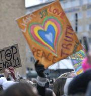 Bild från demonstrationen på Medborgarplatsen. Henrik Montgomery/TT / TT NYHETSBYRÅN