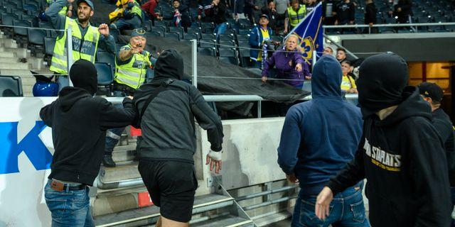 AIK-supportrar vid Mariborklacken. JESPER ZERMAN / BILDBYRÅN