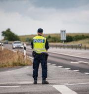 Polisen genomförde fordonskontroller längs E65 mellan Ystad och Sturupsavfarten på onsdagen. Johan Nilsson/TT / TT NYHETSBYRÅN