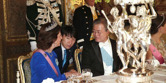 Drottning Silvia och Sydkoreas president Moon Jae-in under en bankett på Stockholms slott för Sydkoreas presidentpar som är på statsbesök i Sverige. TT