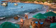 Strand i delstaten Pernambuco. Här har oljan städats upp men man befarar att problemet ska slå mot turistsäsongen. NELSON ALMEIDA / AFP