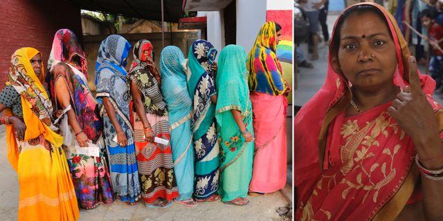 Kvinnor röstar i Indien. TT