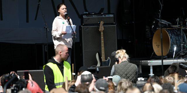 Greta Thunberg talar i Köpenhamn.  Philip Davali / TT NYHETSBYRÅN