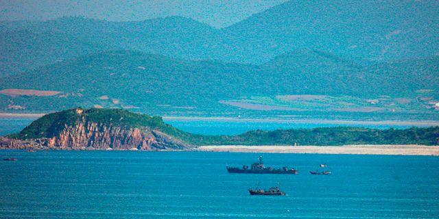 Nordkoreanska fiskebåtar på nordkoreanskt vatten. Ahn Jung-won / TT NYHETSBYRÅN
