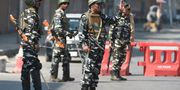 Beväpnade säkerhetsstyrkor på Kashmirs gator. TAUSEEF MUSTAFA / AFP