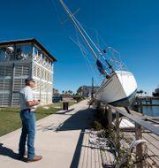 Barry McMaster ser på förödelsen efter orkanen Zeta som drog in över delstaten Mississippi i USA i slutet av oktober Barbara Gauntt / TT NYHETSBYRÅN
