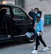 Carl Philip och Sofia lämnar sjukhuset. Pontus Lundahl/TT / TT NYHETSBYRÅN