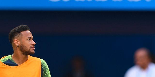 Brasiliens Neymar under en träning på söndagen MANAN VATSYAYANA / AFP