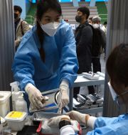 Arkivbild. Vaccinering med Pfizers och Biontechs vaccin i Sydkorea. Chung Sung-Jun / TT NYHETSBYRÅN