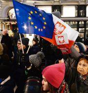 Polacker demonstrerar till stöd för EU. Arkivbild. Czarek Sokolowski / TT NYHETSBYRÅN