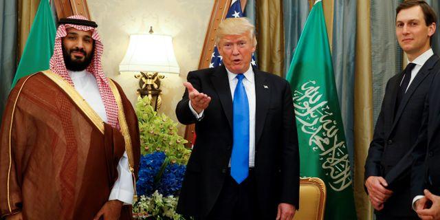 Donald Trump tillsammans med Saudiarabiens kronprins Mohammed bin Salman och rådgivaren och svärsonen Jared Kushner. Jonathan Ernst / TT NYHETSBYRÅN