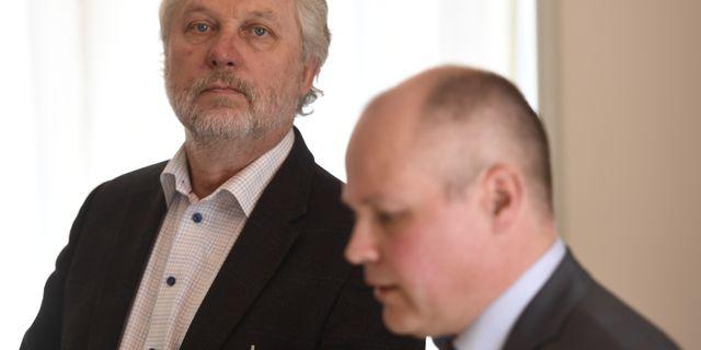 Eriksson och Johansson på presskonferensen.  Henrik Montgomery/TT / TT NYHETSBYRÅN