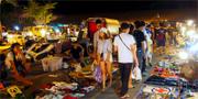 Jatuchak Green är en ny vintagemarknad som slår upp sina stånd på kvällen. Aroi Mak Mak