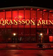 Göransson Arena och Malmö Arena lyser rött i kväll. Göransson Arena och Malmö Arena