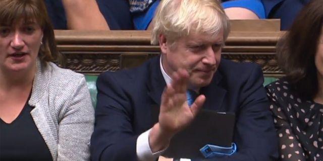Boris Johnson i parlamentet natten mot tisdag. TOLGA AKMEN / PRU