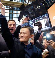 Arkivbild: Alibabaägaren Jack Ma – som även äger Ant Group – vid Alibabas börsnotering i New York, september 2014.  Mark Lennihan / TT NYHETSBYRÅN