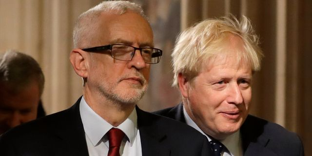 Labourledaren Jeremy Corbyn och Storbritanniens premiärminister Boris Johnson.  Kirsty Wigglesworth / TT NYHETSBYRÅN