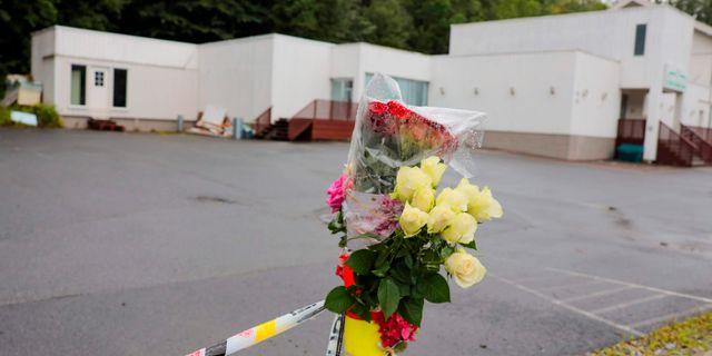 Blommor utanför den moské som attackerades i helgen.  ORN E. BORGEN / NTB Scanpix