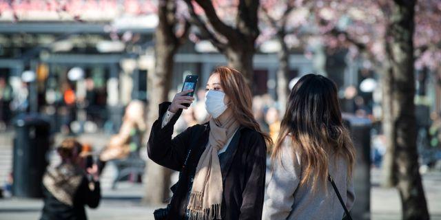 Kvinnor med munskydd i Stockholm.  Jessica Gow/TT / TT NYHETSBYRÅN