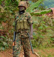 Soldatera patrullerar utanför Bobi Wines hem i utkanten av Kampala. Nicholas Bamulanzeki / TT NYHETSBYRÅN