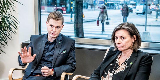 Miljöpartiets språkrör Gustav Fridolin och Isabella Lövin. Tomas Oneborg/SvD/TT / TT NYHETSBYRÅN