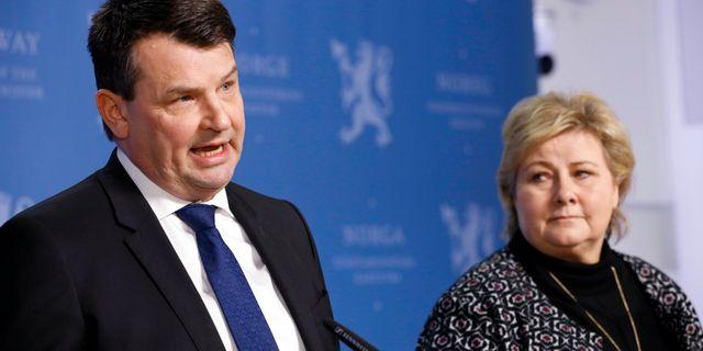 Wara och Solberg på pressträffen. Gorm Kallestad / TT NYHETSBYRÅN