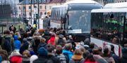 Kö för att komma ombord på ersättningsbussar efter tågproblem i Skåne tidigare idag. Johan Nilsson/TT / TT NYHETSBYRÅN