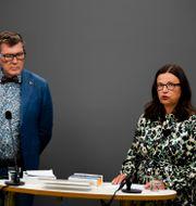 Jörgen Tholin och utbildningsminister Anna Ekström (S). Pontus Lundahl/TT / TT NYHETSBYRÅN