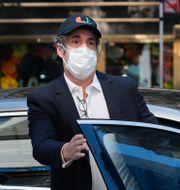 Cohen anländer till sitt hem efter att ha släppts från fängelset i maj. John Minchillo / TT NYHETSBYRÅN