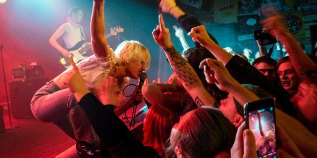 Sångerskan Amy Taylor i den autraliska rockbandet Amyl and the Sniffers framträder på rockklubben Debaser Strand i Stockholm den 13 mars. Mats Schagerström/TT / TT NYHETSBYRÅN