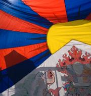 Arkivbilder: Tibetansk flagga på demonstration i Bern / bild från läger i Xinjiang. TT
