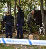 Polisen undersöker platsen.  Erik Simander / TT / TT NYHETSBYRÅN
