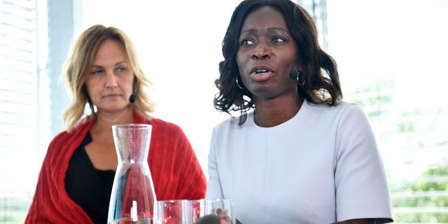 Partisekreterare Juno Blom och partiledaren Nyamko Sabuni. Erik Simander/TT / TT NYHETSBYRÅN